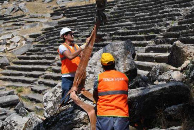 Aizonai Antik Tiyatrosu